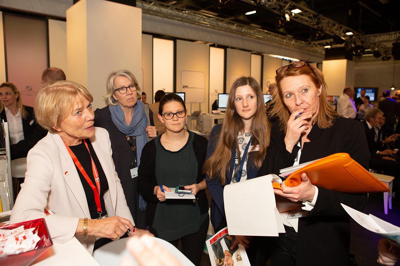 Hedi von Bergh mit den Pressevertretern