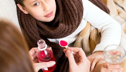 Zuckerhaltige flüssige Medizin schadet Kinderzähnen